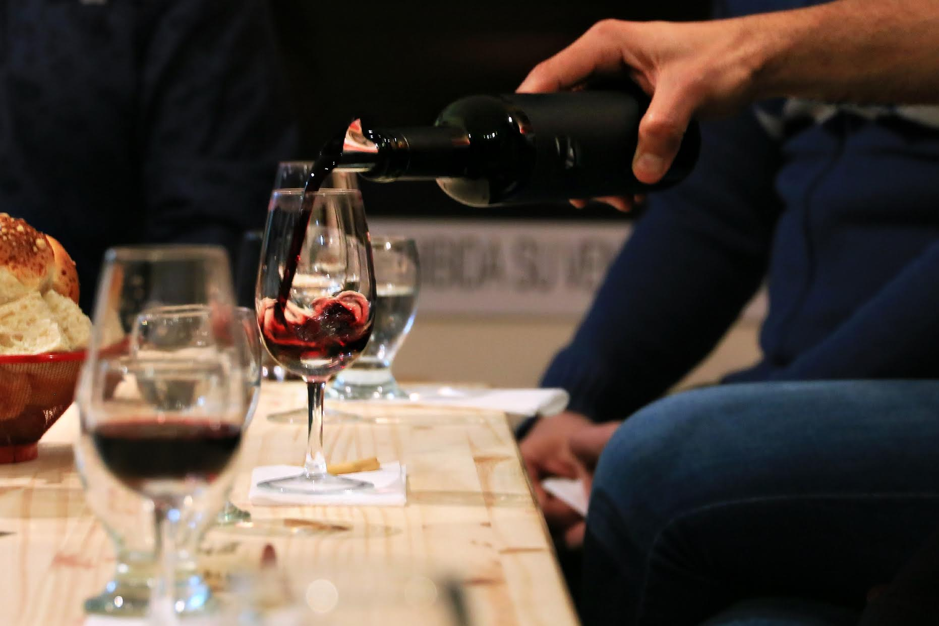 Vinosfera-Wine-gallery_wine tasting